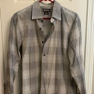Men's long sleeved button down dress shirt